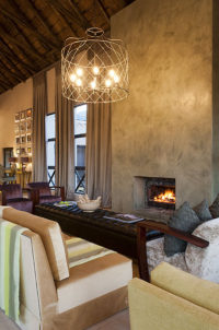 thandeka-lodge-dinning-lounge-bar-05